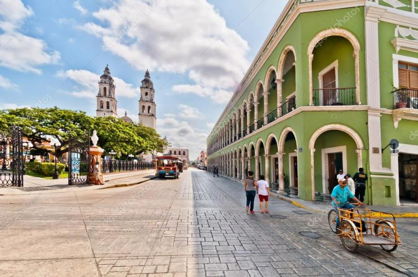 depositphotos_48312239-stock-photo-square-and-cathedral-in-campeche